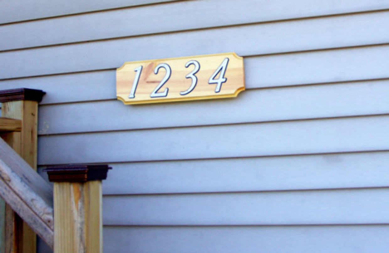 hanging a plaque on vinyl siding with vz hang keyhole hook