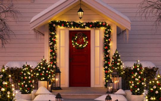 christmas decorating on vinyl siding house with vz hang vinyl siding hooks