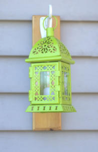 lantern-hanging-on-vinyl-siding