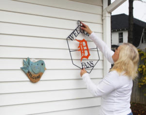larco products president hanging welcome sign and detroit tigers decoration with vzhang vinyl siding hooks